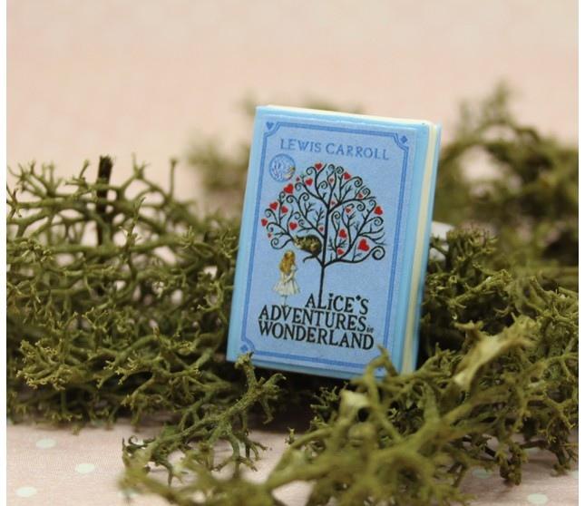 Alice İn Wonderland Kitap Yüzük