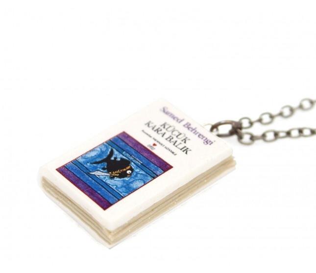 Küçük Kara Balık Kitap Kolye